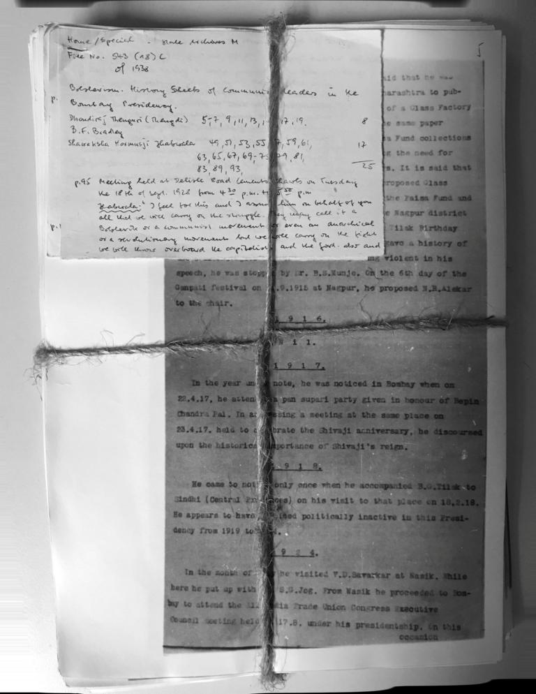 A bundle of documents from the estate of Joachim Heidrich at the archive of the Leibniz-Zentrum Moderner Orient