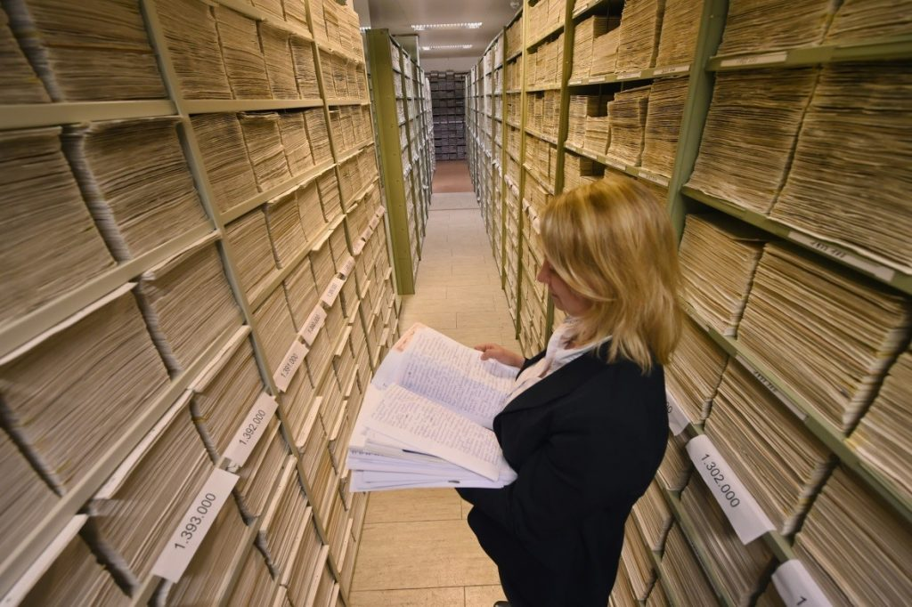 Anna Meier-Osinski among the correspondance files of the International Tracing Service